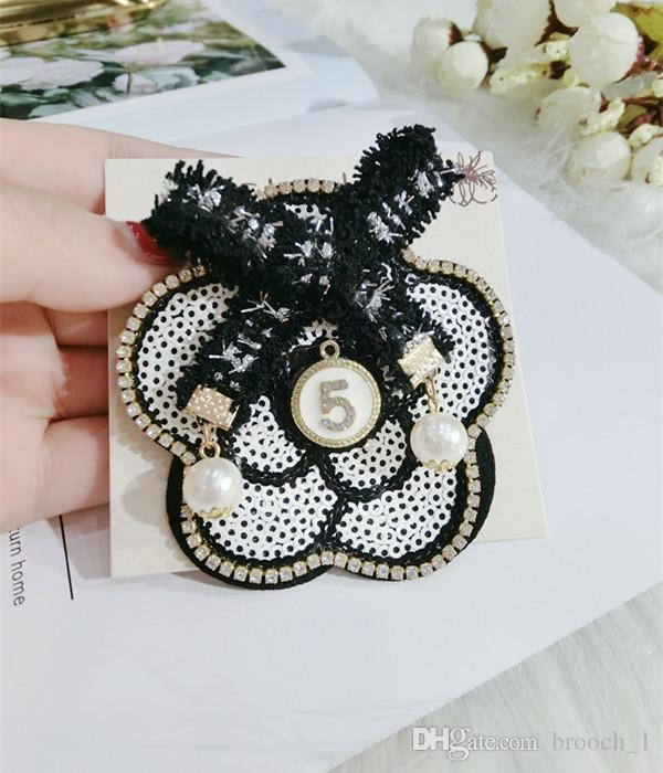 Newest Round Bow Flower Number 5 Brooch Pearl Rhinestone for Suit Lapel Pin Wedding Party Badge Lapel Jewelry Clothing Brooches N