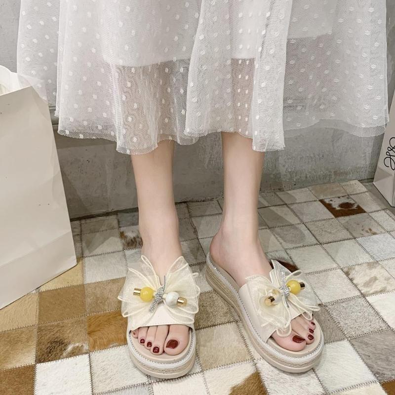 Блеск Слайды плоские туфли Женщина Тапочки Повседневный Платформа бабочка-узел Med Slipers Женщины Jelly Престижное лето 2020 Резина