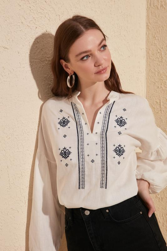 Trendyol Embroideried Блуза TWOSS20BZ0284