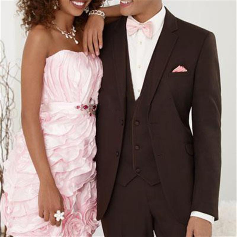 Juego de la boda de Brown oscuro muesca solapa 2 botones Trajes novio mejor hombre 2020 El último diseño formal esmoquin (capa + Pnats + Vest)