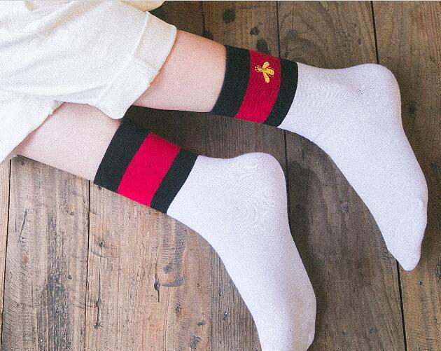 Mulheres de designer meias meias de skate algodão estudante skate retro costura borboleta tubo de bordado faculdade japonesa estudante vento