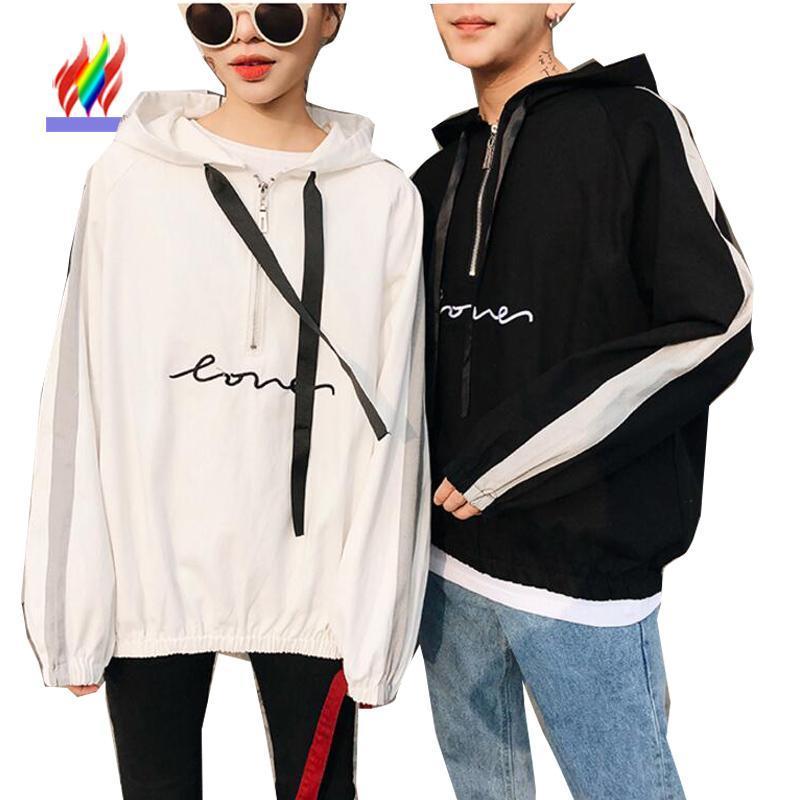 Nette Japan Korea Paar Kleidung Liebhaber Hoodys adrette Art beiläufige Oberseiten Weiß Schwarz Brief Paar Matching Hoodies