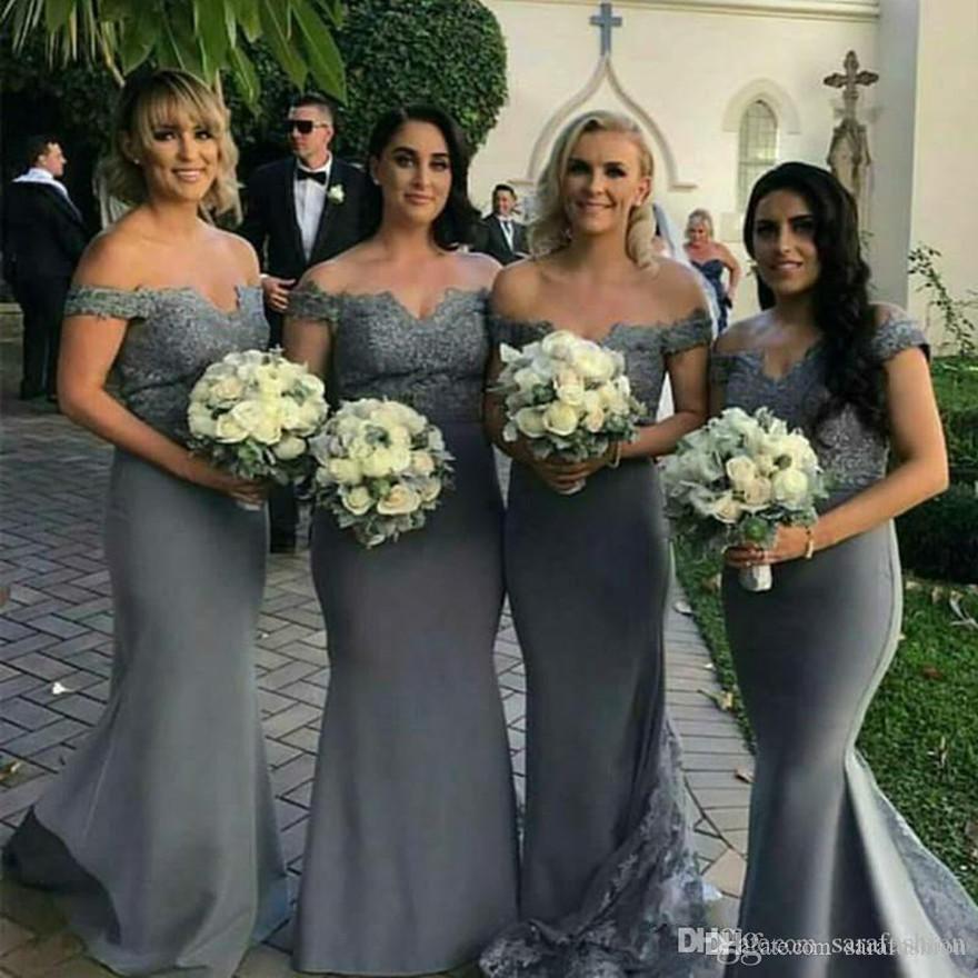 Sirena Off Hombro Vestidos de dama de honor satinada con botón Atrás Encaje Apliques Vestidos de invitados Bestidos de Fiesta