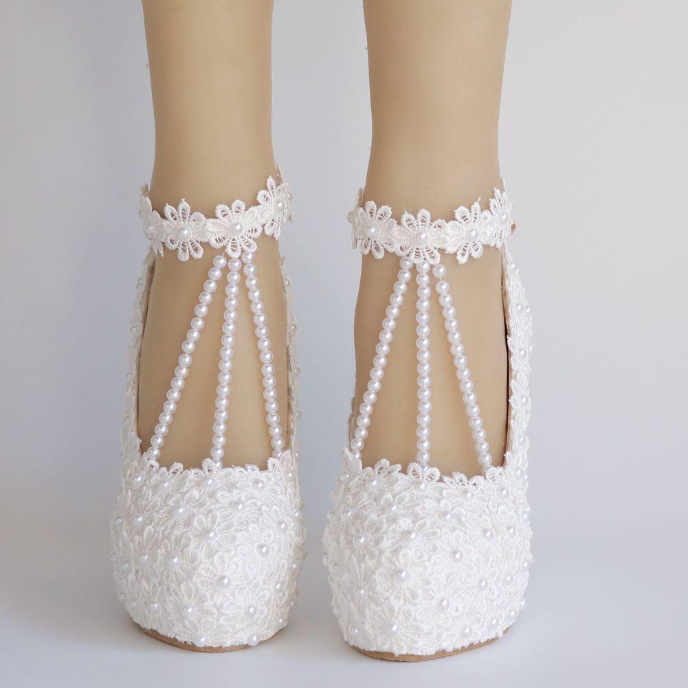 Crystal Queen New Fashion Mujer Zapatos Bombas de boda Sweet White Flower Lace Pearl Platform Shoes Vestido de novia Tacones altos