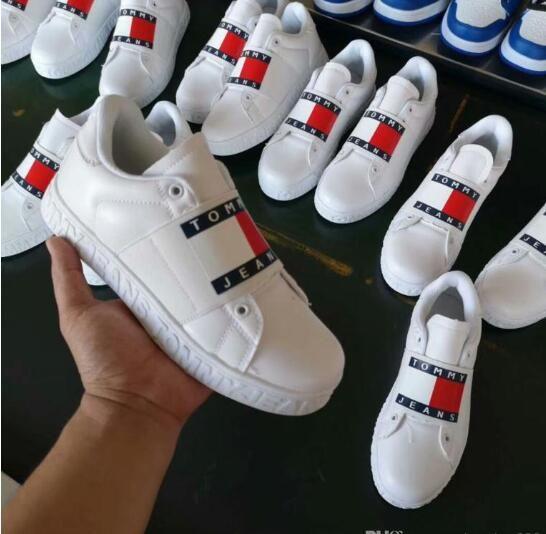 2019 الحجم 36-44 أحذية العلامة التجارية الجديدة أحذية بدون كعب لتعليم قيادة السيارات للنساء رجال أدنى قطعة ربط الحذاء حتى أبيض أسود المصممين حذاء مسطح عرضي