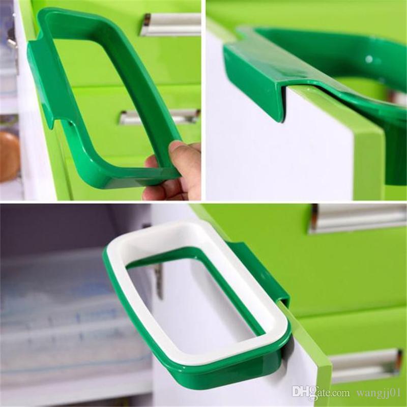 Colgando sólida del gabinete de cocina Armario de puertas del soporte trasero de la basura en rack de almacenamiento de bolsas de basura Estilo Titular de la basura