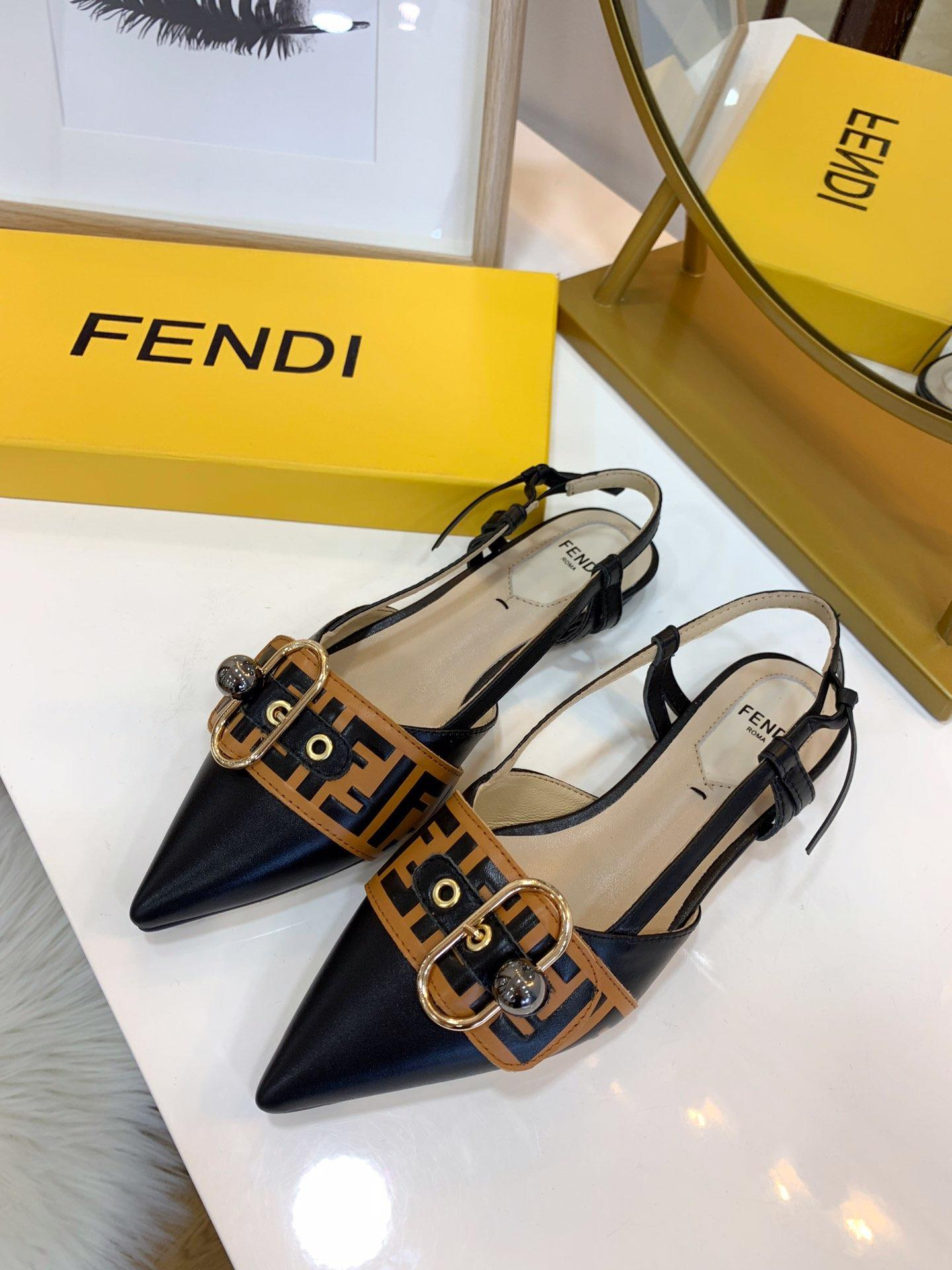 De haute qualité Designerluxury Sandales Pompes Party Chaussures Femme Brandsandals Nu Mode cheville Straps Chaussures Rivets Hauts talons curseur 20021703T