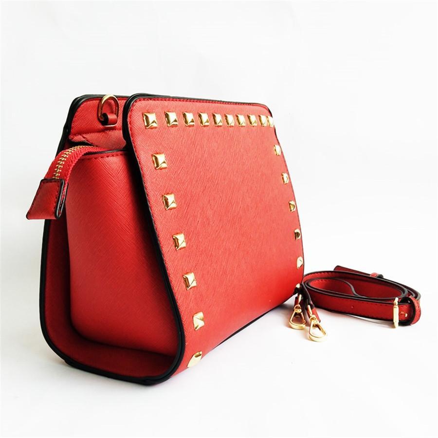 Bolsa de hombro de la manera Bolso elegante de las axilas bolsa para las mujeres Square Party Pack paquete de embrague carpeta del diseñador del hombro del remache Bolsos Mujer # 215
