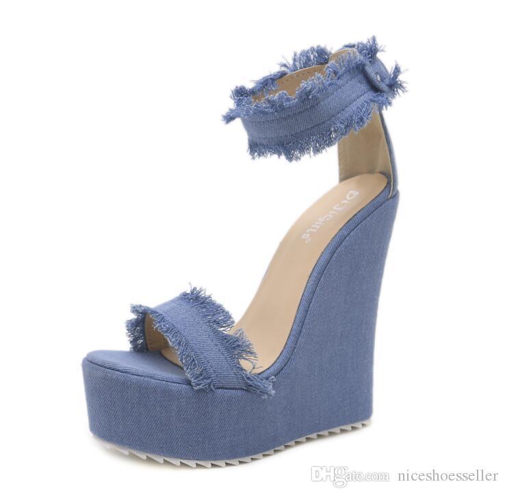 مثير جديد الصيف الأزرق الدينيم الصنادل المرأة الصنادل الرومانية أسافين عالية الكعب اللمحة تو منصة أحذية امرأة ADF-2744