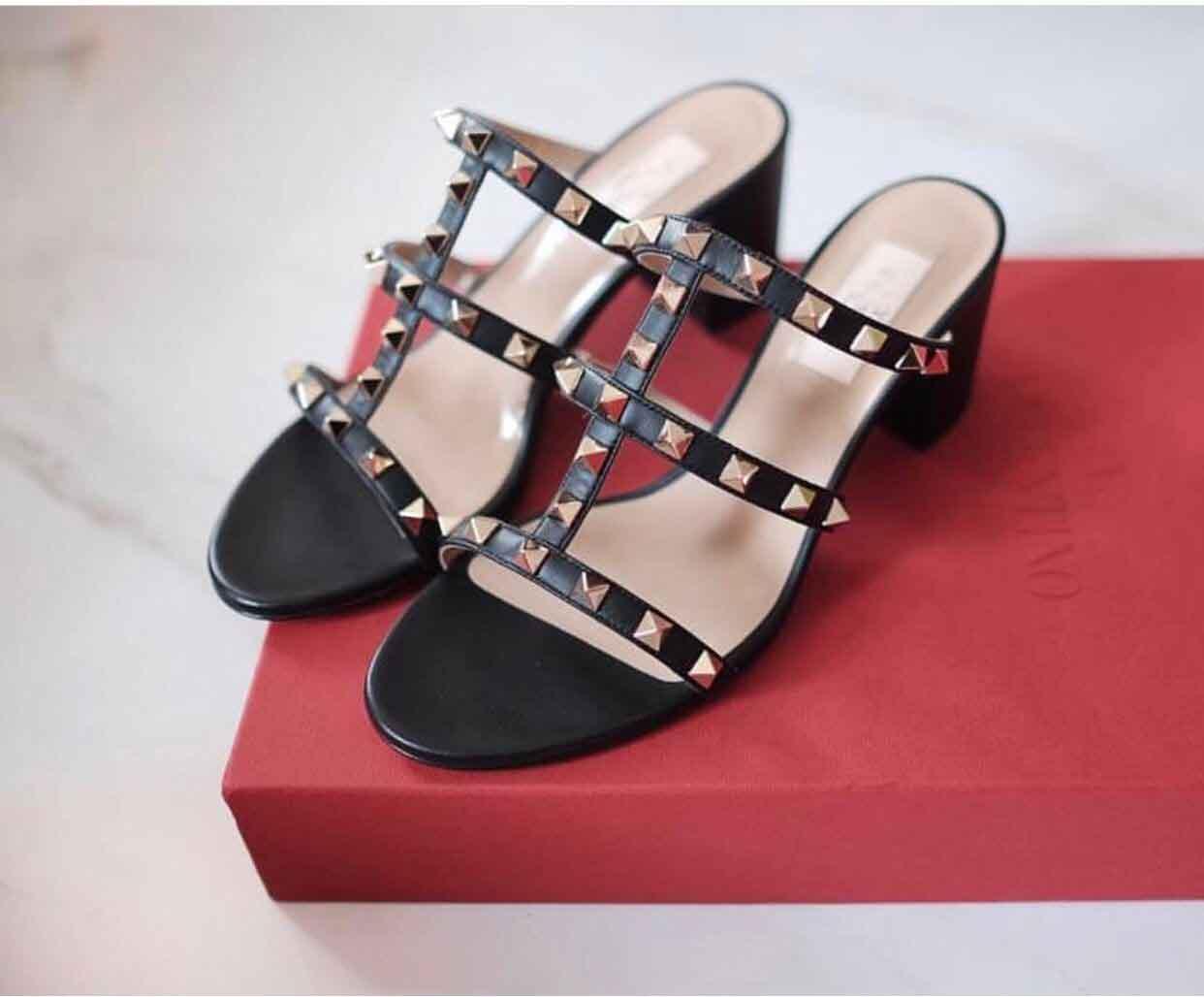 Lüks Yaz Kadın Sandalet Kaya Studs Chunky Topuklar Perçin strappy Bayanlar Terlik Sandalet Yüksek Topuklar Sandalias Mujer Parti Gelinlik