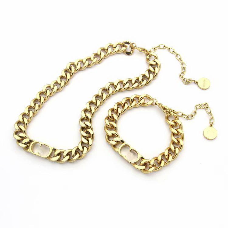 Europa Amerika Schmuck Sets Lady Titan Stahl gravieren D Brief Gold 18K Thick Kettenhalsketten Armbänder Sets