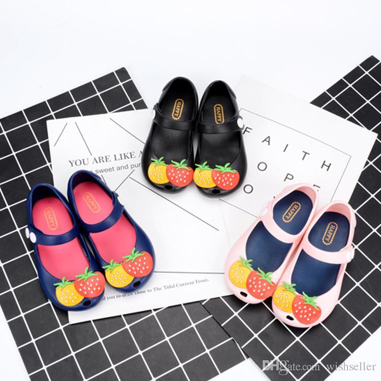 New Chidlren Verão Sapatos Jelly Buckle boca de peixe respirável Flat Shoes Garota Morango Princesa Sandálias
