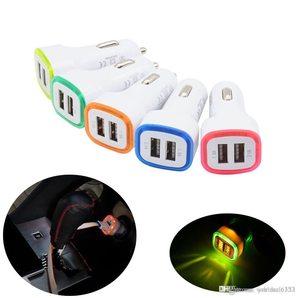 Universale LED luce Dual USB Car Charger 5V 2.1A 2 porte Alimentatore da auto Caricatori per cellulari per iPhone Pro 11 dispositivi Samsung S10 Tablet intelligenti