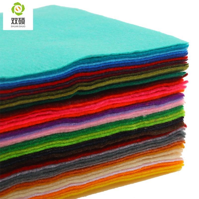 Высокое качество смешивания цвет 100% мягкий полиэстер нетканый войлок ткань DIY войлок ткань пакет 1.5 мм толщиной 42 шт. / лот 15x15 см RN-42-1