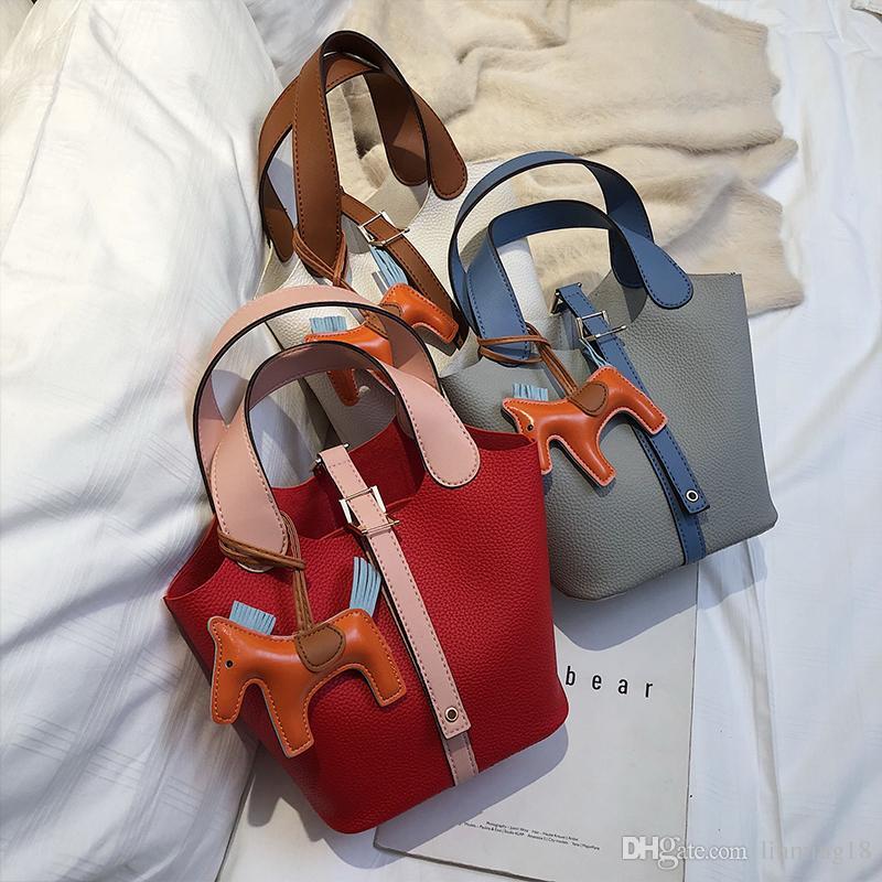 Herbst und Winter auf der neuen kleinen weiblichen Tasche 2018 neue koreanische Version der Schulter-Umhängetasche tragbare Mode-Freizeit-Eimer-Tasche