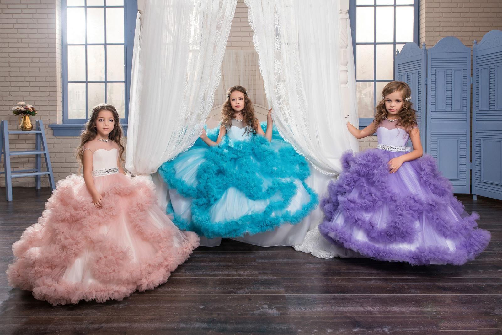 Çarpıcı Çiçek Kız V-Geri Lüks Kristal Yaka ve Kemer Elbise Kızlar için Uzun Pageant Tül Abiye 2-12 Yaşında
