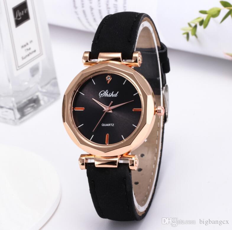 女性の男性腕時計高級ファッションレザーゴールドカジュアルクロックアナログクォーツクリスタルGEM腕時計Rhombusブレスレットウォッチ