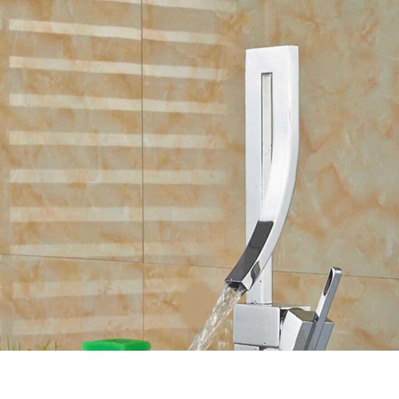 À moda moderno torneira da cozinha água quente e fria única Curva plataforma Moute Mixer torneira do banheiro Torneiras Para Pia De Banheiro