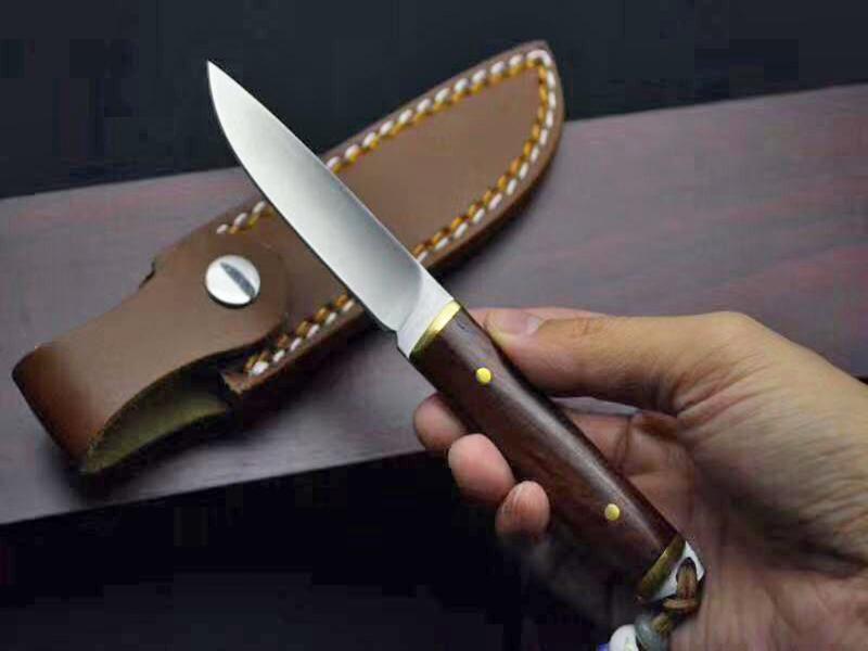 Envío de la gota pequeña recta supervivencia del cuchillo de caza 440C satén hoja de espiga completa del palo de rosa de la manija fijó el cuchillo cuchillos con la envoltura de cuero