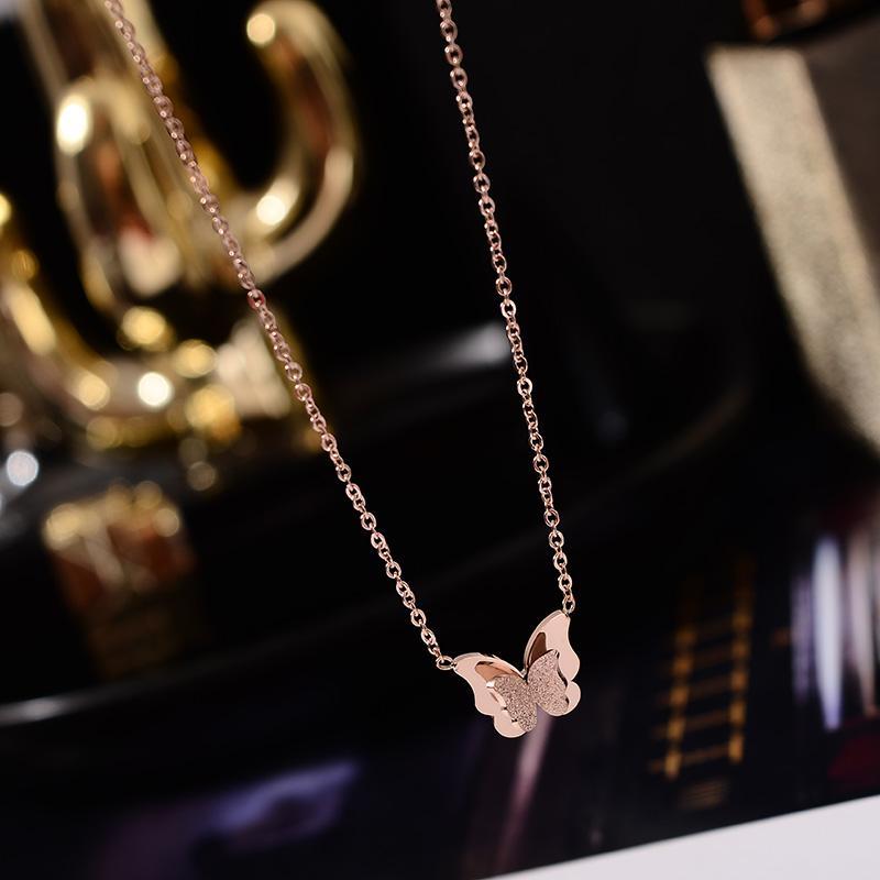 YUN ORU 2020 couleur or rose Fashion Chic Pendentif Papillon 3D Collier Titane bijoux en acier Femme cadeau ne se décolore pas gros