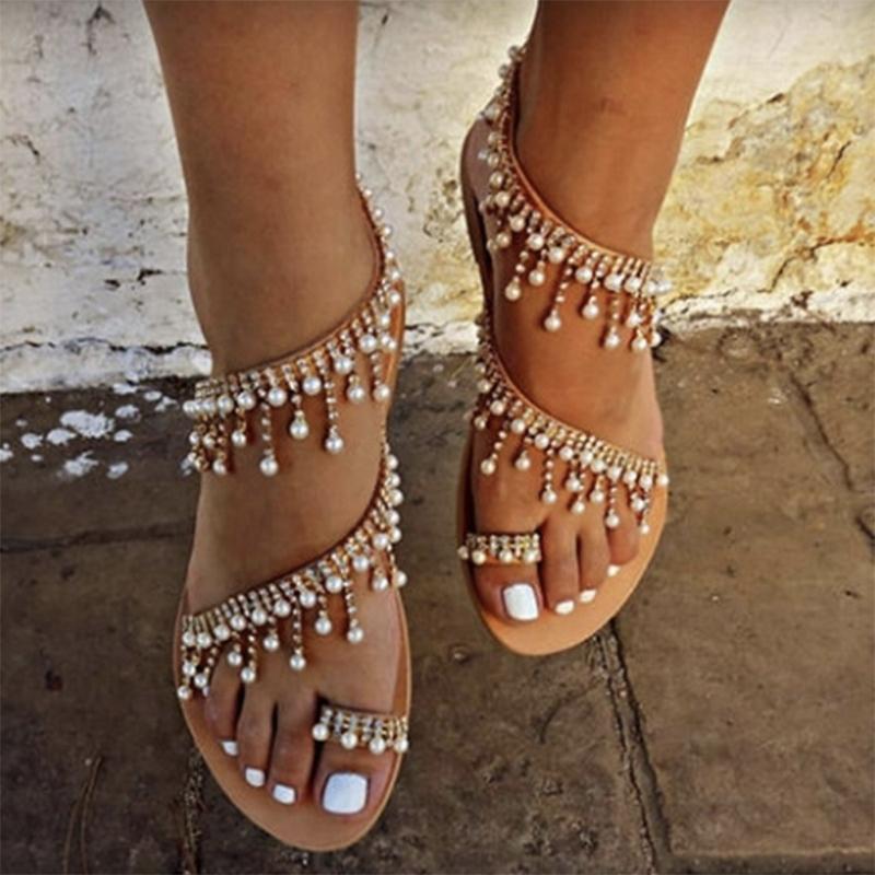 2019 Mode Sommer-Frau Schuhfrauensandelholze Perlen-Korn-Wohnungen Bohemian Ketten Thong Gladiator Sandalen Sapatos Femininos