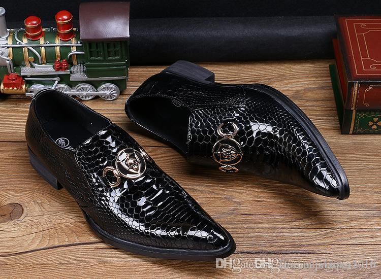 Hot Selling Luxury Mens Black Dress Shoes Fashion Pointed Toe Snake Pattern Patent Leather Slip On Boat Shoes Skull Charm 38-46