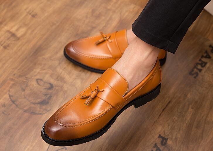Hot Sale-Newes designer hommes de mode glands pointus appartements gentleman chaussures hommes mariage Homecoming Prom chaussures de ville