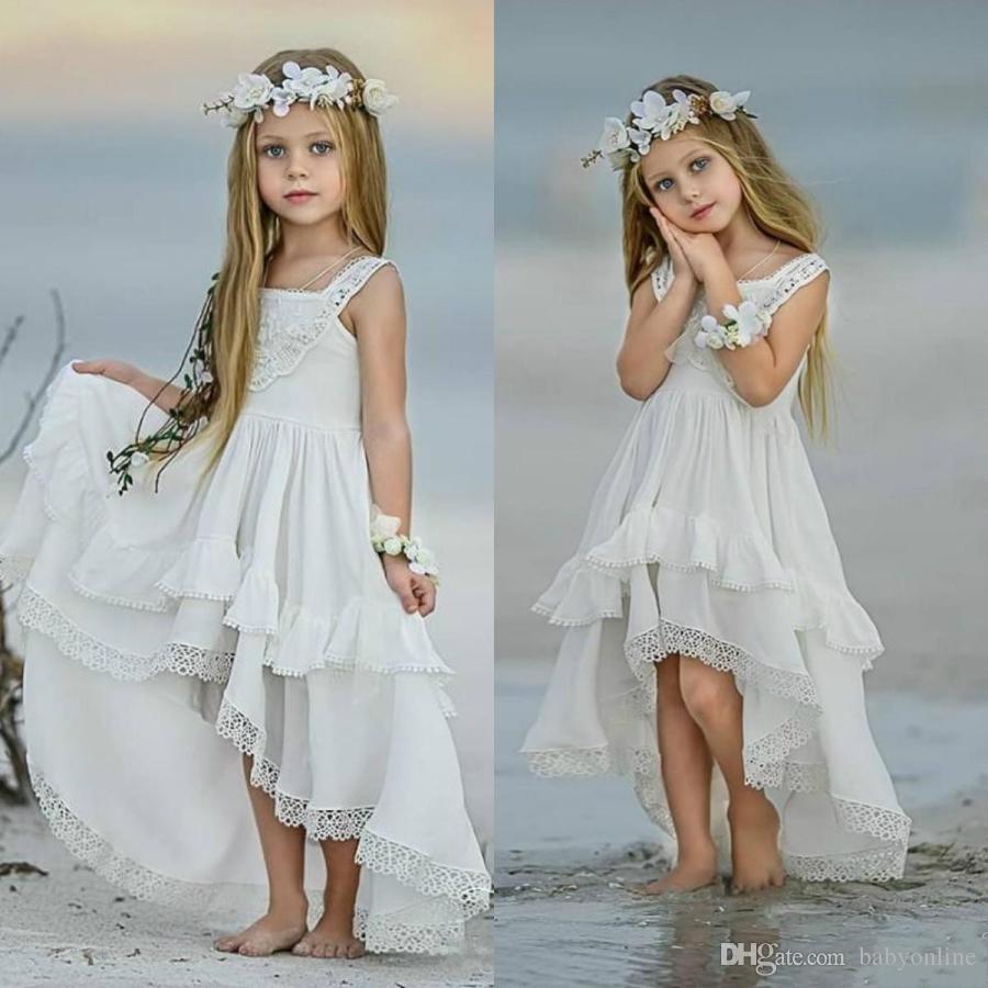 2020 Günstige Bohemian High Low-Blumen-Mädchen-Kleider für Strand-Hochzeit-Festzug-Kleider A-Linie Boho Spitze Appliqued Kinder Erstkommunion Kleid