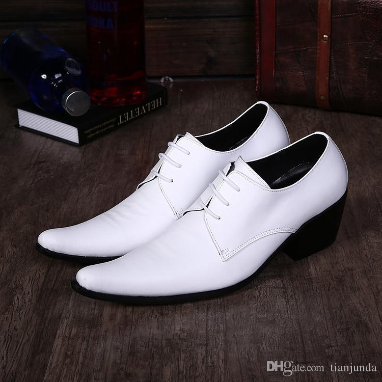 Scarpe da uomo coreano moda Hommes scarpe a punta altezza aumentato British maschio parrucchiere scarpe da uomo in pelle scarpe da sposa bianco