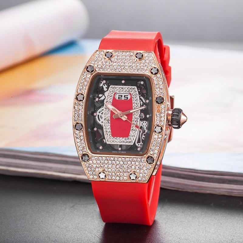 Nuovo lusso Red Lips vigilanze delle donne Reloj mujer del silicone di modo del quarzo della fascia Orologi Donne Top Brand esercitazione completa di orologio da polso Lady montre femme