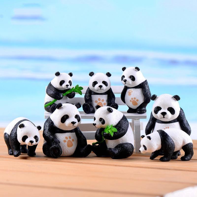 4pcs / lot nette Mini Pandas mit Bambus-Blätter Puppe Chinese National Treasure Fairy Garden Moss Micro Landschaft Ornamente Crafts Dekorationen