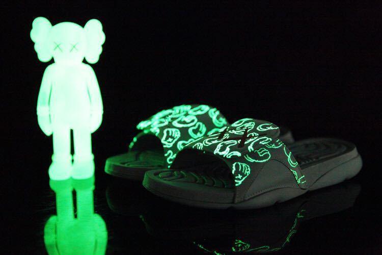 4s x Hydro sandalias de diseñador de los hombres Glow Zapatos frescos de lujo grises toboganes de verano plana de la manera sandalias gruesas de la playa del deslizador del flip-flop con la caja US7-12