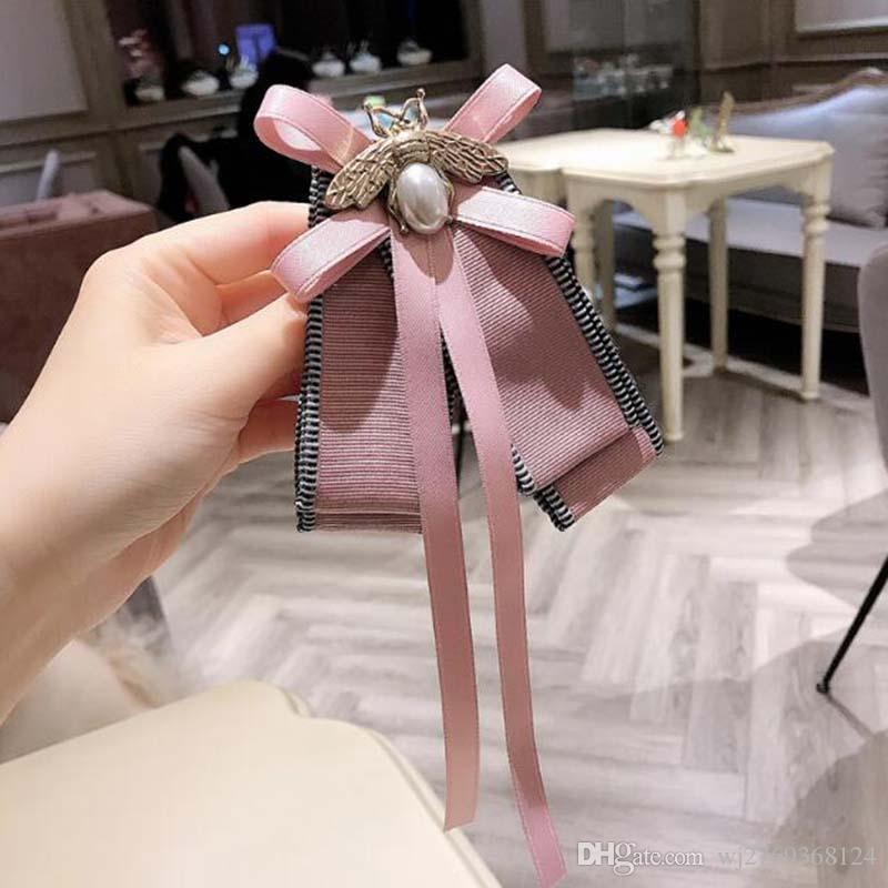 Nouveau mode perle d'abeille bowknot Broche Broches Corsage Pins tissu ruban Broches femmes cravate Styles Broche Accessoires Bijoux