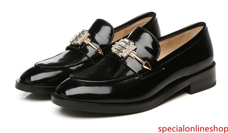 Hot Sale-novo apartamento Outono Sapatos de couro Inglaterra Estilo salto baixo dedos redondos único sapatos das senhoras sólidos Deslizamento-Em Tamanho 35-40 frete grátis