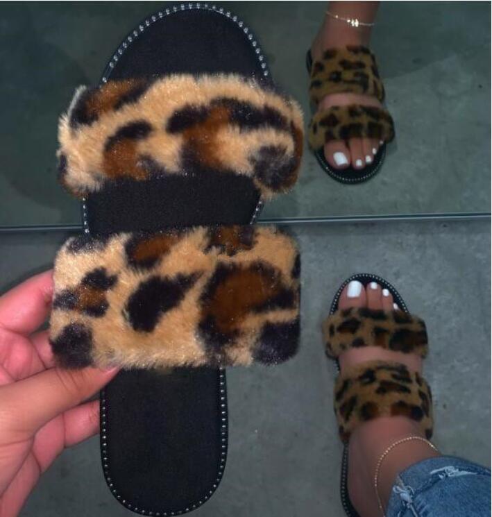 rutschfeste dauerhafte Sandalen im Freien wilden Mode Strand flach Flip-Flop-Pelz ms Frühjahr / Sommer 2020 neue Frauen nach Hause pelzige Hausschuhe