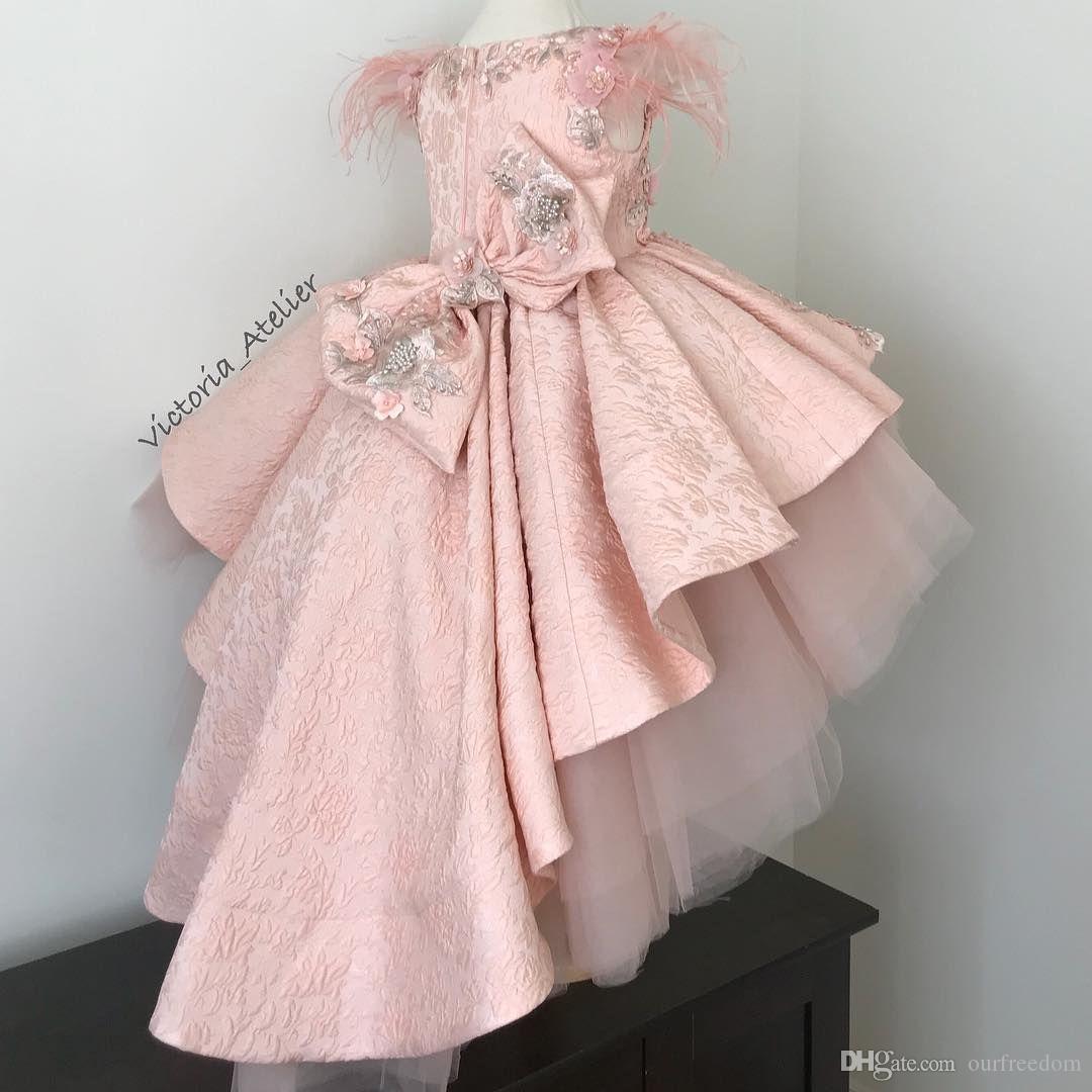 2019 Novo Blush Rosa Pena Flor Meninas Vestidos Oi Apliques de Renda Baixa Capa de Arco Voltar Primeira Comunhão Vestidos Meninas Pageant Vestido Custom Made