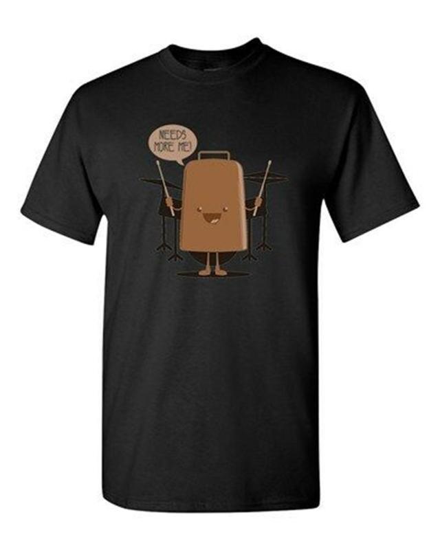 I Need More Cowbell Tamburi Musica BeanePod Opere d'arte divertente DT adulti T-shirt di qualità parti superiori del T Shirt