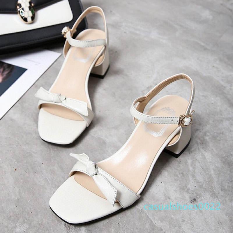 2020 Nova Mulheres Chinelos Bloco Sandálias salto Luxo Designer Shoes Moda Confortável Couro Tecido Tendência Bow Bloco Heel Sandal c22
