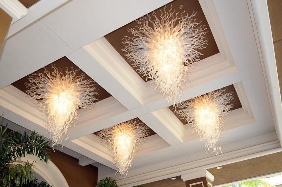 Flor blanca personalizada Murano lámpara LED Lámpara Lámpara de diseño moderno Decoración del hotel Estilo de decoración Mano Florada de vidrio Luz de techo