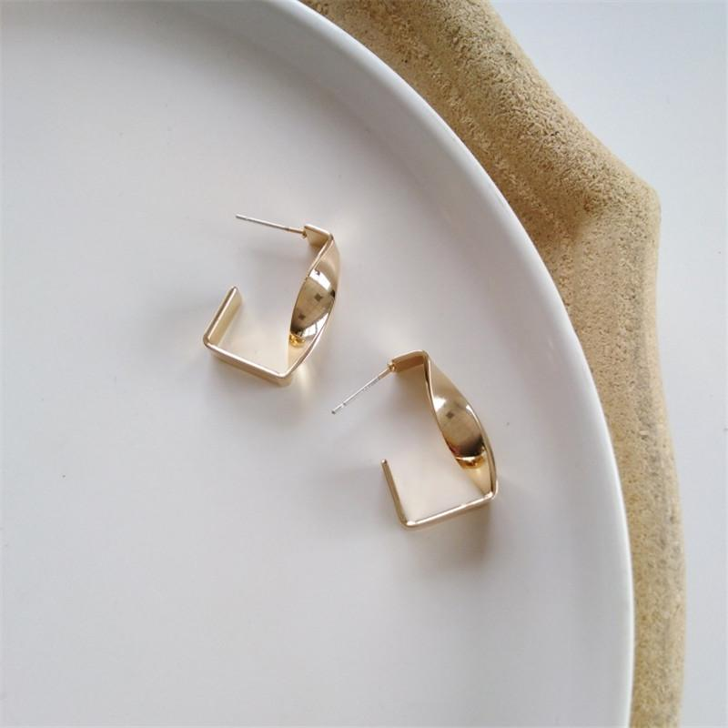 골드 컬러 라운드 스터드 귀걸이를 들어 여성 큰 원형 루프 귀걸이 트위스트 기하학적 Earings 금속 보석