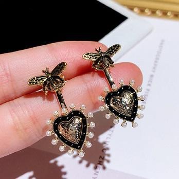 Toptan sevimli tasarımcı bağbozumu güzel arı kalp inci kadın kız gümüş pimi için küpe damızlık