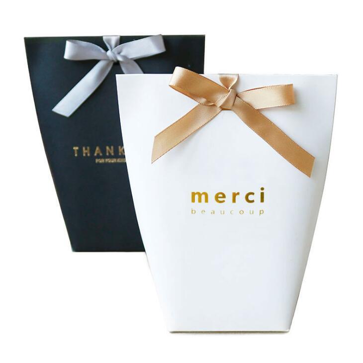 200pcs Merci regalo de agradecimiento cartón hornear bolsa de papel de cartón de regalo con bolsa de compras del arco del partido del festival suministra 13.5X16.5cm LX2015