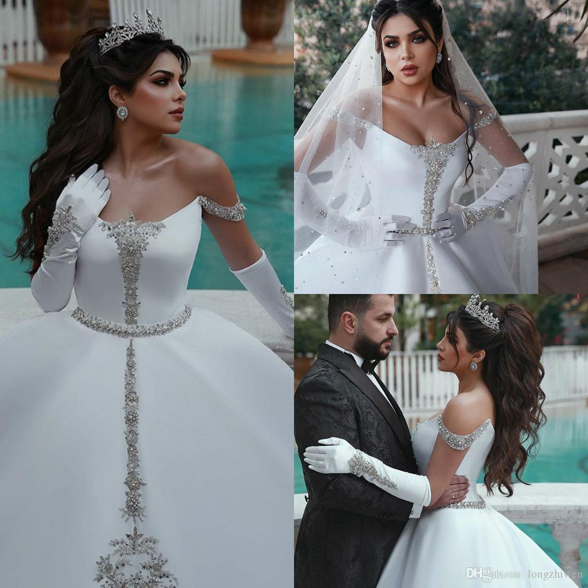 Vestido de bolas Tallas grandes Vestidos de novia Off Hombro Perlas sin mangas Satin Una línea Vestido de novia Sweep Tren Vestidos De Novia