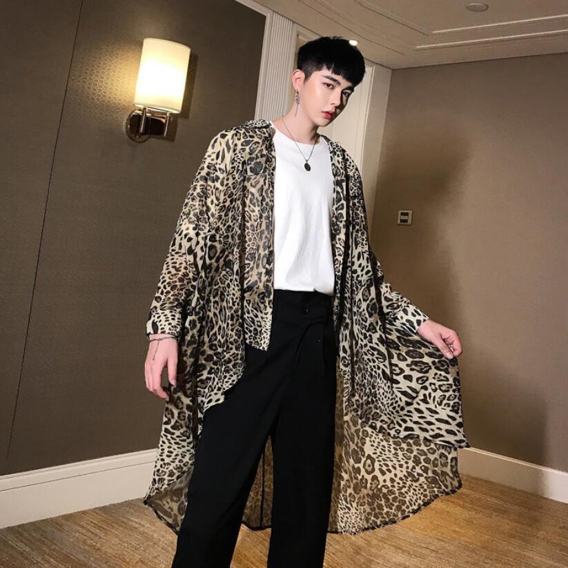 2019 verano ultrafino hombres leopardo de gasa camisa larga irregular del dobladillo de diseño punk de la calle blusa traje de la etapa del club nocturno cantante masculino