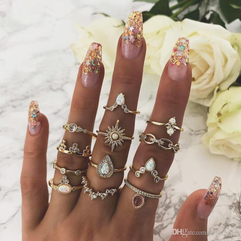 Vrouwen sieraden kostuum accessoire vintage kroon tiara rode stenen hart ringen 3 stks per set Beste geschenk