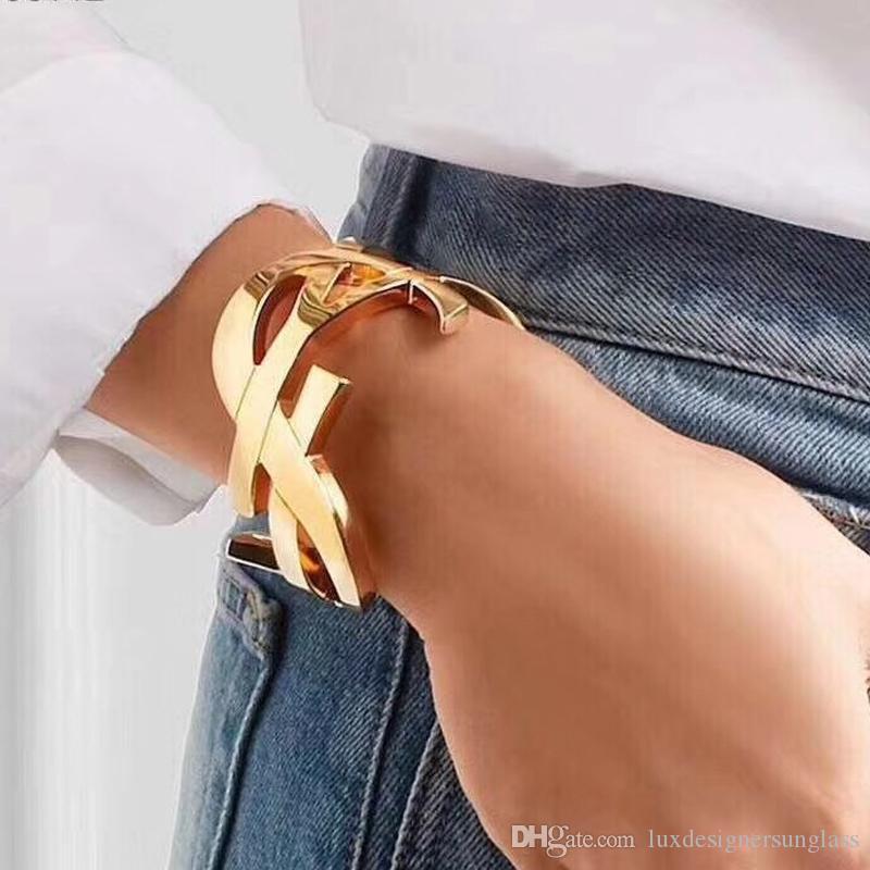 Titanium de acero de la letra el brazalete abierto con sello diseñador de las mujeres del brazalete de la letra de lujo forman la joyería 3 colores