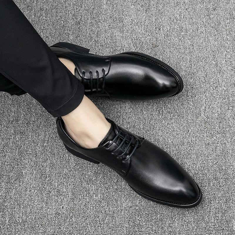 Erkekler CS7 için Sıcak Satış-Deri Ayakkabı Siyah Erkekler Düğün Ayakkabı Moda Erkek Biçimsel Oxford Flats Casual Lace Up İş Sivri Burun Ayakkabı