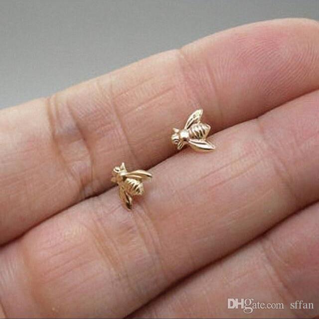 A abelha de bronze do ouro minúsculo dos brincos da abelha parafusa Earrigs com bornes da prata esterlina