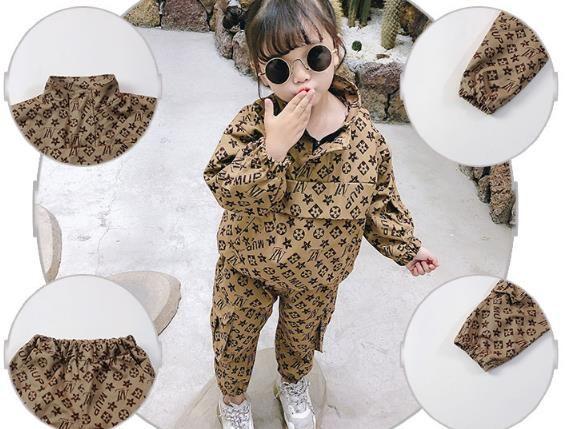Vestito da ragazzo delle ragazze Nuova primavera vestiti della molla del bambino della femmina della giacca di utensili di modo + pantaloni vestito a due pezzi