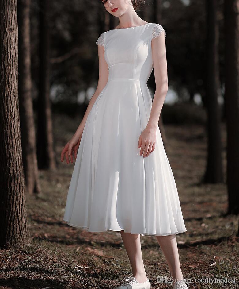 Una línea de longitud de té gasa modestos vestidos de novia corta con mangas cap cuello de la joya espalda abierta de playa del verano de los vestidos de novia Vestido blanco